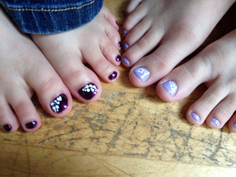 SO GIrls' Toes